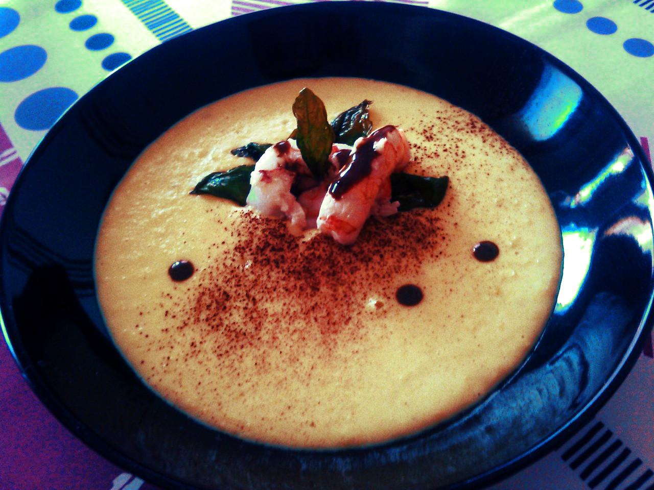 Gamberi scottati,con balsamico e basilico fritto,su vellutata di mais e fondo di cacao