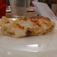 Lasagnetta con carciofi,pecorino, trita e prosciutto crudo a cubetti, con besciamella tartufata