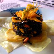 Riso venere con zucchine,carote e pesche,su patate croccanti al forno e cavolo al vapore