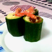 Zucchini stuffed with custard apple, shrimp and white chocolate